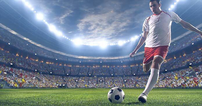 Trawa, orlik, hala – sprawdź, jak dobrać buty piłkarskie do rodzaju nawierzchni