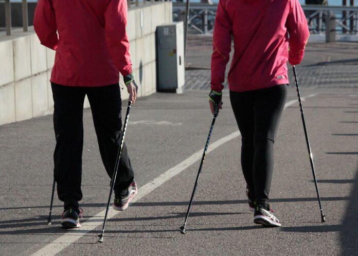 Nordic walking jest idealnym sportem dla każdej grupy wiekowej