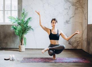 Jaki sprzęt warto posiadać, aby zacząć trenować w domu jogę