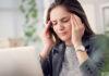 Czym charakteryzują się bóle głowy spowodowane przewianiem