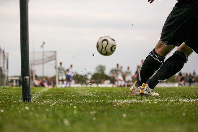 Buty piłkarskie na trawę