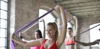 Fitness w domu z taśmami do ćwiczeń